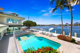 Waterfront property with pool   florida luxurious properties