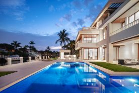 luxury real estate pool | south florida real estate | florida luxurious properties